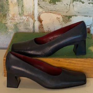 NIB Leather pump shoes
